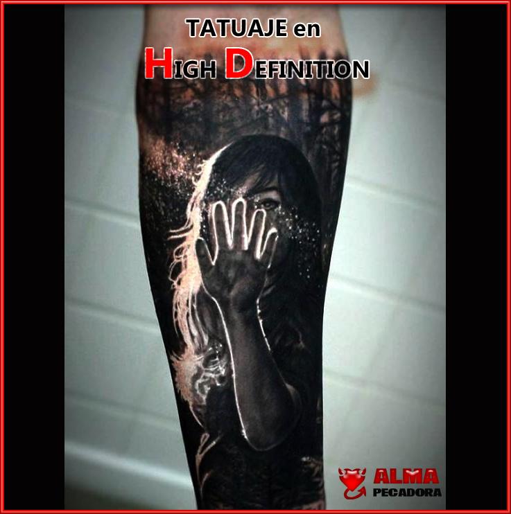 Este tatuaje es una obra de arte y parece que esté hecho en Alta Definición. Tatuajes brutales dignos de ver.