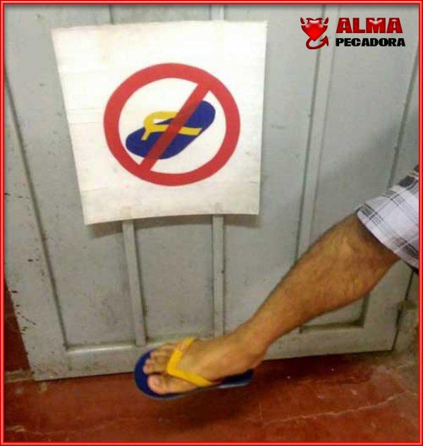 Cuando no está permitido usar chanclas como calzado