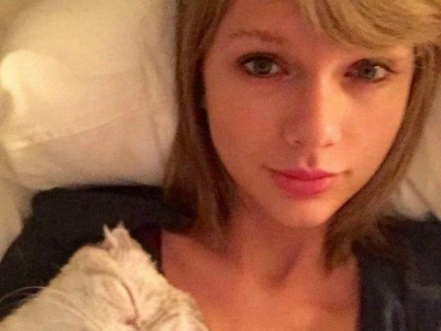 La cantanteTaylor Swift está guapa con maquillaje o sin él. Conserva su esplendor sin tener que tirar de brocha