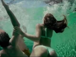 Espectacular culo de Ursula Corbero en la piscina