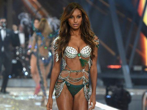 La top model Jasmine Tookes desfilando sexy en ropa interior para una famosa marca de lencería