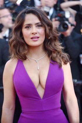 Escotazo de Salma en el festival de Cannes
