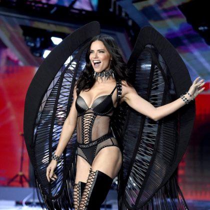 Videos de la modelo brasileña Adriana Lima muy sexy