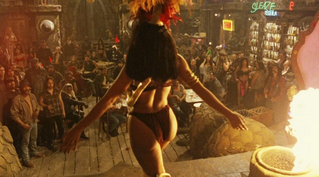Vaya culazo de Salma Hayek en Abierto hasta el Amanecer - Baile con la serpiente
