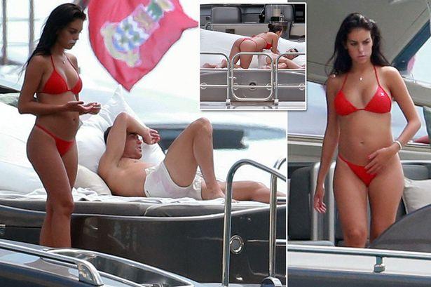 Fotos paparazzis de Georgina Rodriguez pillada en tanga rojo en un yate junto a Cristiano Ronaldo