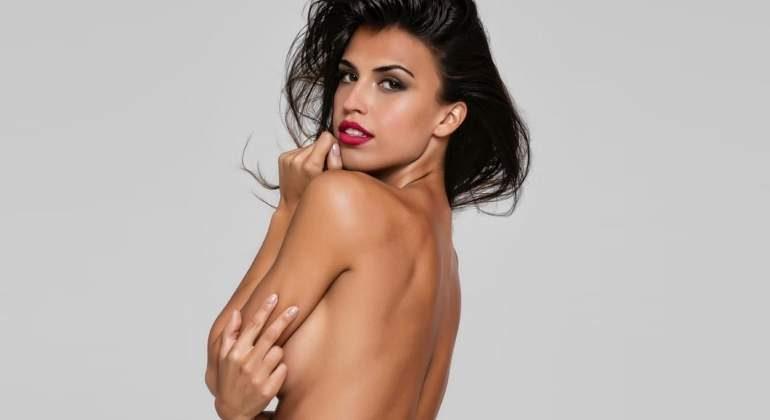 Sofía Suescun al desnudo en topless