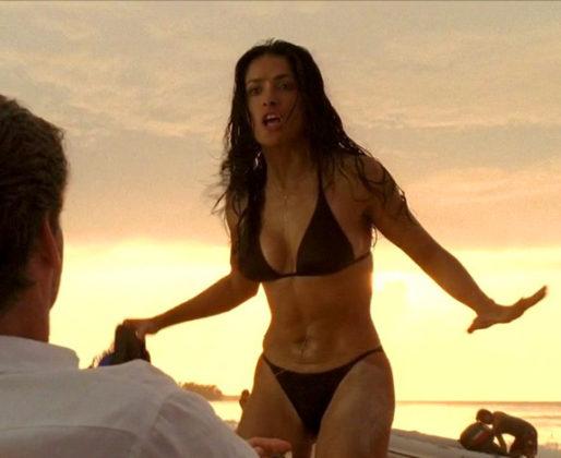 Salma de Hayek en bikini muy caliente enseñando sus grandes tetas