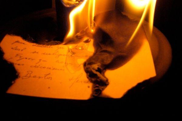Joven incendia apartamento al quemar cartas de amor de su ex