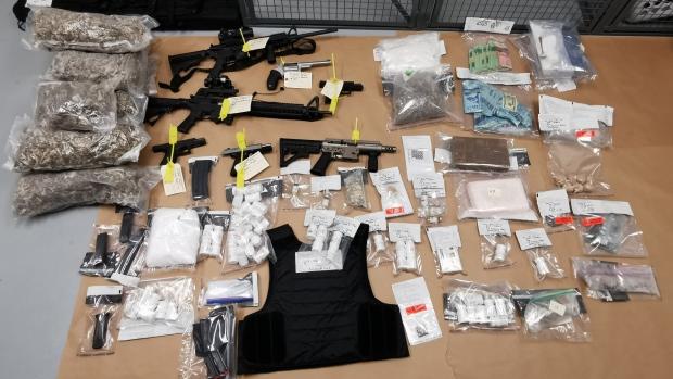 Imagen de un alijo de drogas confiscado por la policia