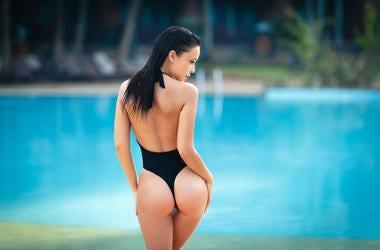 Fotos picantes de Becky G en tanga enseñando el culo